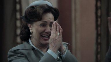 Anastácia recupera sua fortuna - O juiz emite uma ordem de prisão contra Sandra. Anastácia comemora a vitória com a família
