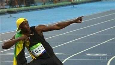 Usain Bolt conquista o tricampeonato olímpico nos 100m rasos - Muito se questionava sobre as condições físicas de Usain Bolt, que tinha se lesionado em julho. Bolt acabou conquistando o inédito tricampeonato nos 100 metros rasos.