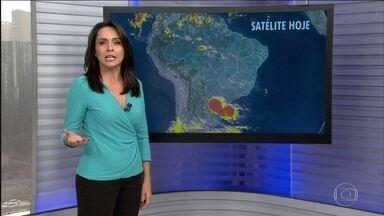 Previsão de chuva com raios para o Sul nesta segunda (15) - Depois de um fim de semana ensolarado em quase todo o país, a semana começa com chuva no Sul, Centro-Oeste e Norte. Tempo firme no Nordeste e Sudeste.