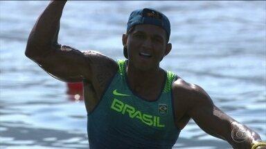 Isaquias faz o melhor tempo nas semifinais da canoagem - O baiano já tem uma medalha de prata e vai buscar outro triunfo nesta quinta-feira (18).