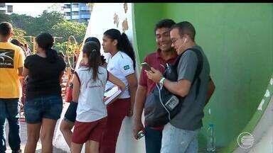 Wi-fi grátis em praças e espaços públicos da capital atrai jovens - Wi-fi grátis em praças e espaços públicos da capital atrai jovens