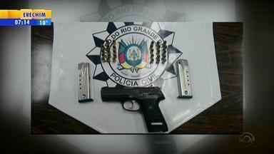 Preso suspeito de comandar tráfico de drogas no Beco dos Cafunchos, em Porto Alegre - A prisão faz parte de uma ação da polícia para tentar diminuir a guerra entre gangues na capital.