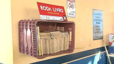 Feira do Pescado do Uruará é contemplada com o Projeto Roda Livro - Projeto leva à espaços públicos incomuns de Santarém minibibliotecas para estimular a leitura.