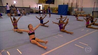 Treinamento de ginástica artística desenvolve musculatura de crianças - Crianças, no entanto, não devem fazer exercícios de musculação, pois podem desenvolver lesões.