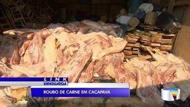 Quatro homens foram presos por roubo de carga de carne - Polícia encontrou caminhão roubado em São José.