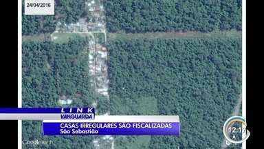Imóveis irregulares são destruídos em São Sebastião - Muitas delas são protegidas por lei.