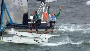 Brasileiras ganham ouro na vela por dois segundos de vantagem - Martine Grael e Kahena Kunze conseguiram o inédito ouro na classe 49erFX.