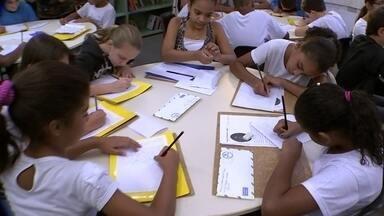"""Escola usa cartas para ensinar português - Projeto """"Cartas Trocadas Histórias Compartilhadas"""" estimula a escrita dos alunos"""