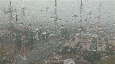 Previsão do tempo para este sábado é de chuva - Há risco de temporal durante a tarde. Temperaturas em Campinas (SP) ficam entre 15°C e 28°C.