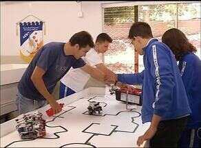 Estudantes criam robôs para participar de Olimpíada de Robótica - Estudantes criam robôs para participar de Olimpíada de Robótica