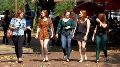 Mulheres organizam encontro de ruivas em Campo Grande - Neste fim de semana, vai ter um encontro em Campo Grande que foi organizado através de uma rede social para reunir mulheres de cabelo ruivo.