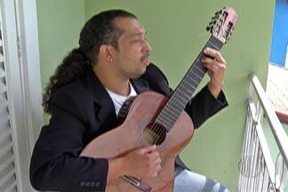 Músico de Guararema participa de festival no exterior - Lívio Macedo nasceu no Paraná, mas vive em Guararema há dez anos.