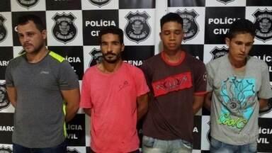 Presos suspeitos de manter família refém para roubar gado, em Goiás - Grupo foi detido no momento em que planejava roubo de 400 cabeças de boi.Vítimas foram libertadas, mas 3 suspeitos conseguiram fugir e são procurados.