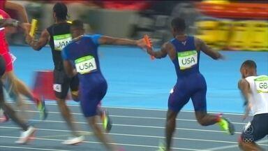 Problema na troca de bastão determina perda de medalha dos EUA no 4 x 100 m - Canadá leva o bronze com desclassificação
