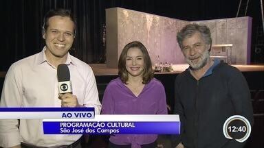 Para quem prefere programa romântico, tem teatro em São José - É a peça 'Para tão longo amor'.