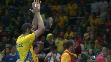 Brasil enfrenta Itália pelo ouro no vôlei - A seleção do Brasil enfrenta arqui-inimiga Itália pelo ouro no vôlei neste domingo (21).