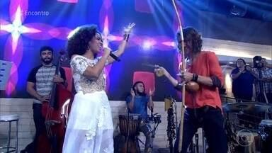 Mariene de Castro canta a canção 'Oxóssi' de Aline Calixto - Crianças dançam em ritmo de capoeira no palco do 'Encontro'