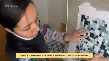 Daniela é especialista em acabamentos com azulejos - que seus serviços se complementam