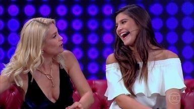 Giulia Costa entrega Flávia Alessandra e diz que mãe usa roupas dela - Flávia diz que mãe e filha têm gostos parecidos