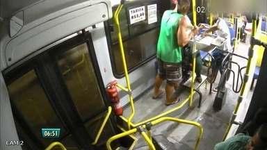 Imagens de assalto a ônibus em Camaragibe ajudaram polícia a encontrar suspeitos - Dois dos envolvidos já foram presos.