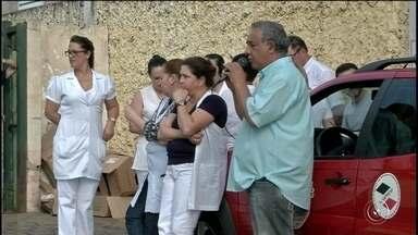 Funcionários do pronto-socorro de Avaré entram em greve - Em Avaré, funcionários do pronto-socorro estão em greve. Na segunda-feira, apenas 30% da equipe médica continuaram atendendo os casos de urgência e emergência.