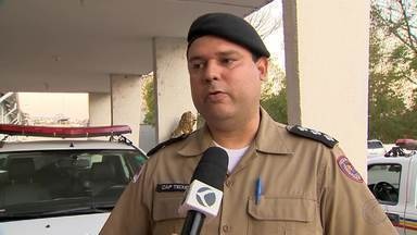 PM procura suspeito de arremessar machado contra para-brisa de ônibus em Juiz de Fora - Coletivo foi danificado durante tentativa de homicídio, segundo a polícia.