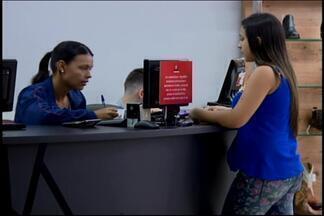 Consumidores em Divinópolis têm preferido compras a prazo - Economista Paulo Paduano dá orientações para quem tem optador por fazer compras a prazo. Confira as orientações.