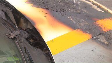 Viatura da polícia pega fogo em Curitiba - Segundo a polícia, o incêndio foi causado por um curto-circuito no motor.