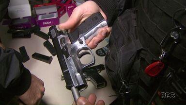 Mulher é presa com quatro pistolas em Foz - Armas estavam amarradas na cintura dela