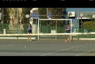 Dupla representa Coronel Fabriciano em Campeonato Brasileiro de Tênis - Irmãs treinam pesado para conquistar resultados.