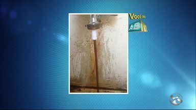 Telespectadora mostra imagens de água suja no Bairro São Francisco em Caruaru - Problema foi denunciado no 'Você no ABTV'.