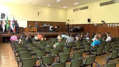 Julgamento da morte de professor segue pelo 2º dia em Juiz de Fora - Outra etapa de debates está prevista para a noite desta quarta (31). Bernardo Tostes Cardoso de Paula foi assassinado em 2012.