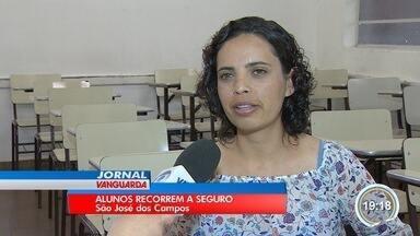 Universidades de São José recorre a seguros para manter alunos matriculados - Sem emprego, muitos estudantes estão deixando os cursos universitários.