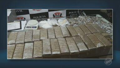 Policiais de Valinhos apreendem 21 quilos de maconha em galpão de Valinhos - Droga foi encontrada no bairro Jardim São Marcos após uma denúncia.