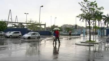 Chuva no Rio causa estragos - Vento, falta de luz, problemas nos transportes.