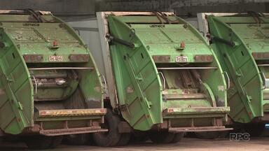 Coleta de lixo é paralisada nesta quarta-feira em bairros de Londrina - Trabalhadores da empresa responsável pelo serviço reclamaram por melhores condições de trabalho. Um acordo foi feito e a coleta já foi retomada.