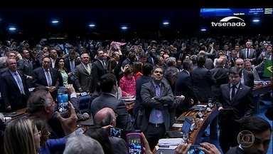 Antes da votação, senadores pró e contra o impedimento debatem - 'Brasil amadureçam com o impeachment', disse Ana Amélia (PP). Para Vanessa Grazziotin, do PCdoB, Dilma é vítima de perseguição política.