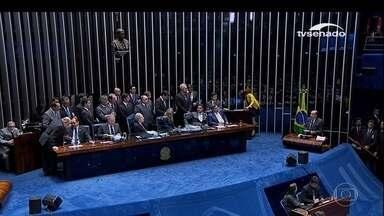 Senadores decidem que Dilma está habilitada a exercer funções públicas - Votação começou após decisão do impeachment. Senadores do PSDB e do Democratas ficaram surpresos com Renan.