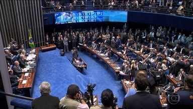 Impeachment de Dilma Rousseff dá início a batalha jurídica - Oito recursos já ingressaram no Supremo para questionar a decisão que permitiu à ex-presidente Dilma Rousseff manter o direito de se candidatar e exercer função pública.