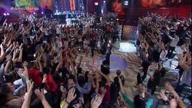 Capital Inicial abre o programa com 'À sua maneira' - Banda toca sucesso