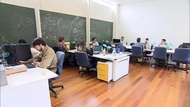 Saiba qual o melhor tipo de escritório para o seu empreendimento - No PEGN.Tec, entenda as vantagens e desvantagens de se ter um escritório próprio ou trabalhar em coworking.