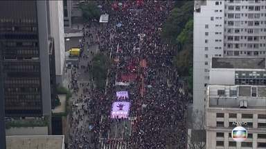 Manifestantes contra Michel Temer ocupam Avenida Paulista, em São Paulo - Manifestantes contra o presidente Michel Temer ocupam Avenida Paulista.