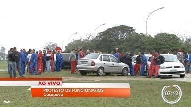 Funcionários da MWL fazem protesto após morte na empresa - Acidente aconteceu na última sexta-feira.