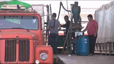 Greve dos funcionários da Receita Federal causa fila de caminhões em Foz do Iguaçu - A greve já dura dois meses.