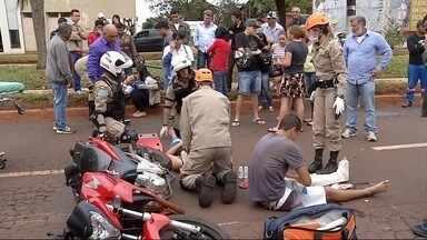 Acidente deixa três pessoas feridas em Dourados, MS - Um acidente no domingo (4) deixou três pessoas feridas em Dourados, na principal avenida da cidade.