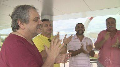 Sambistas fazem música em homenagem à Seleção Brasileira - Sambistas vão estar espalhados pela Arena da Amazônia e vão tocar a música antes e durante a partida Brasil e Colômbia