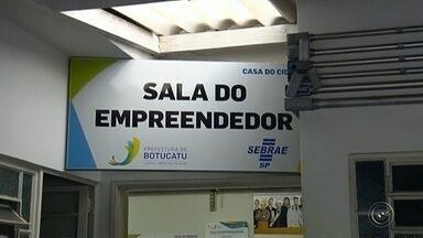 Cursos profissionalizantes são oferecidos em Botucatu - Uma parceria entre o Centro Paula Souza, Senac, Senai e Sest-Senat está oferecendo cursos de qualificação profissional, em Botucatu.