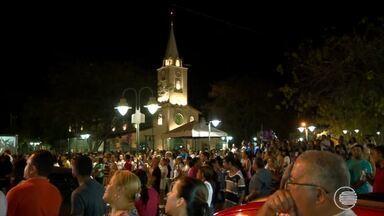Milhares participam de procissão que encerra festejos de Nossa Senhora do Perpétuo Socorro - Milhares participam de procissão que encerra festejos de Nossa Senhora do Perpétuo Socorro