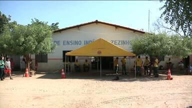 Índios Guajajaras reclamam da suspensão de aulas em uma escola na zona rural de Amarante - Os índios reclamam da falta professores e merenda em escolas da zona rural.