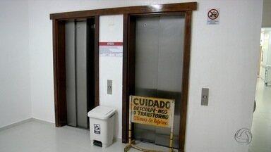 Elevador despenca com 7 pessoas na Santa Casa de Campo Grande - As pessoas que estavam dentro eram funcionários do hospital. Dois foram encaminhados para exames de imagem e cinco foram liberados.